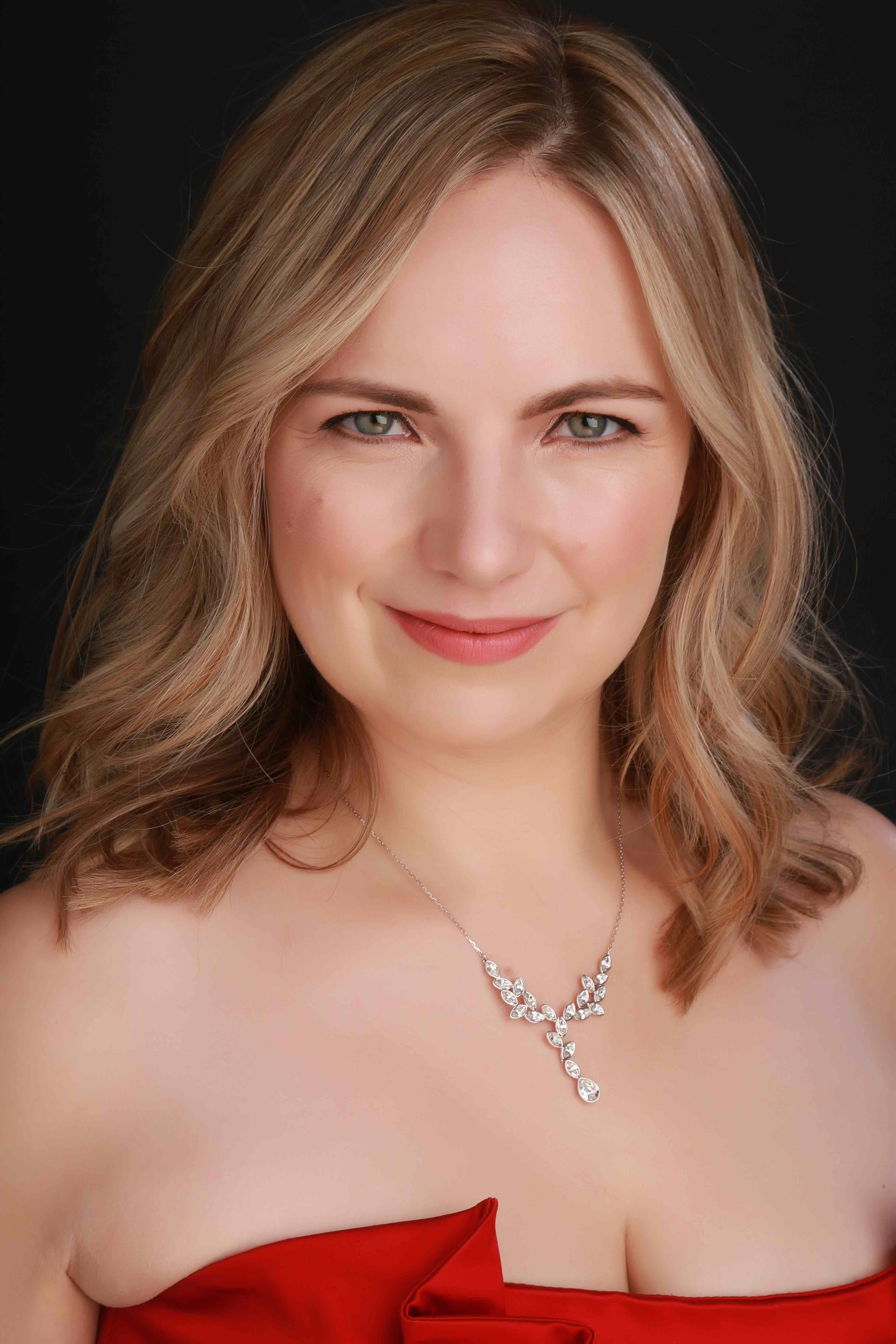 Headshot of Joanna Tomlinson